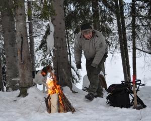 Pepperkaker og Torgeir med hare 2012 018
